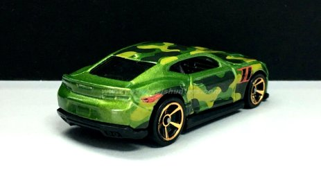 Hot-Wheels-Camouflage-18-Camaro-SS-002