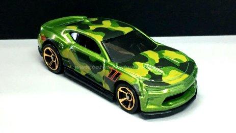 Hot-Wheels-Camouflage-18-Camaro-SS-003