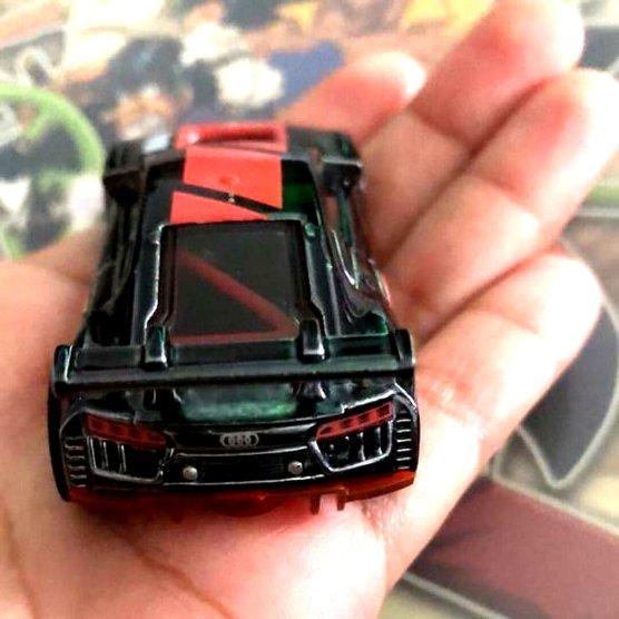 Hot-Wheels-id-Audi-R8-LMS-003