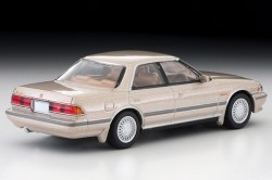 Tomica-Limited-Vintage-Toyota-Mark-II-Grand-Limited-Beige-002