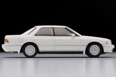 Tomica-Limited-Vintage-Toyota-Mark-II-Grand-Limited-Blanc-perle-004