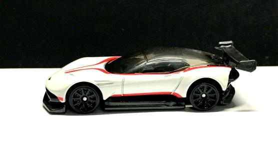 Hot-Wheels-2020-Aston-Martin-Vulcan-04
