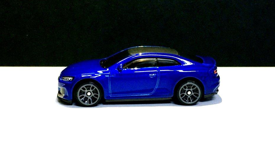 Hot-Wheels-2020-Mainline-Audi-RS -5-Coupé-002