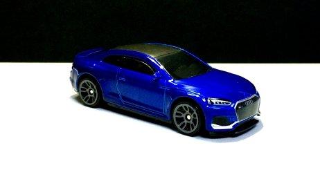 Hot-Wheels-2020-Mainline-Audi-RS -5-Coupé-003