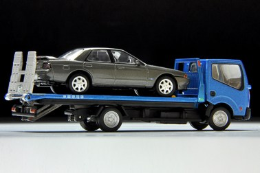 Tomica-Limited-Vintage-Nissan-Atlas-F24-Hanamidai-Auto-Safety-Loader-002