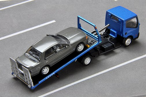 Tomica-Limited-Vintage-Nissan-Atlas-F24-Hanamidai-Auto-Safety-Loader-006