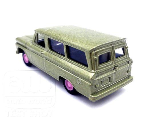 Auto-World-Chevrolet-Suburban-65-66-003