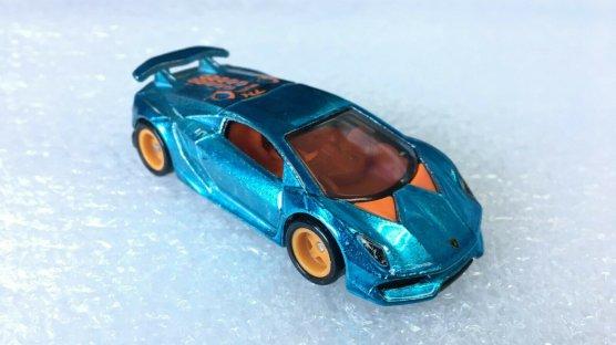Hot-Wheels-Super-Treasure-Hunt-2020-Lamborghini-Sesto-Elemento-002
