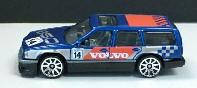 Hot-Wheels-2020-Mainline-Volvo-850-Estate-002