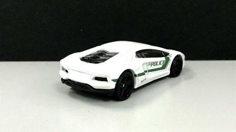 Hot-Wheels-2020-Police-Series-Lamborghini-Aventador-Coupé-002