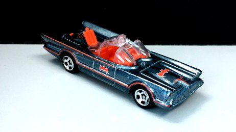 Hot-Wheels-id-2020-TV-Series-Batmobile-001