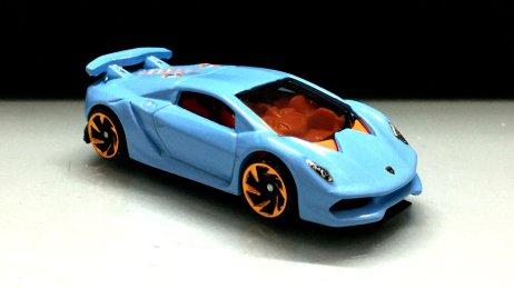 Hot-Wheels-2020-Lamborghini-Sesto-Elemento-001