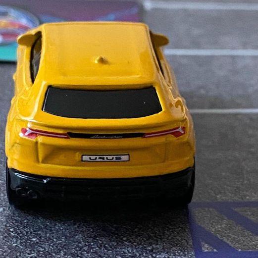 Hot-Wheels-2020-Mainline-Lamborghini-Urus-006
