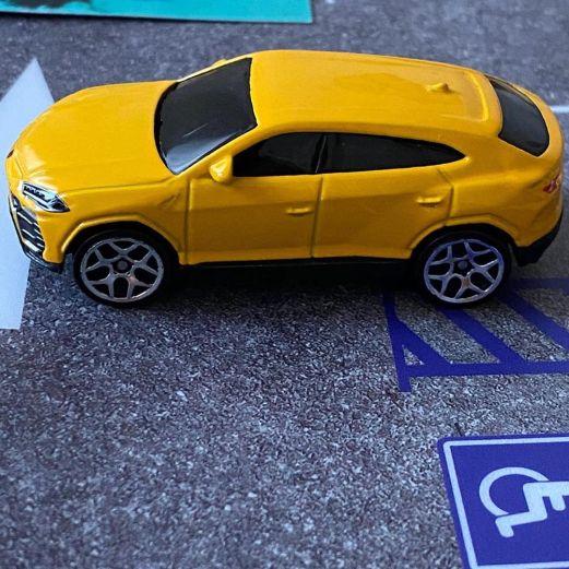 Hot-Wheels-2020-Mainline-Lamborghini-Urus-008