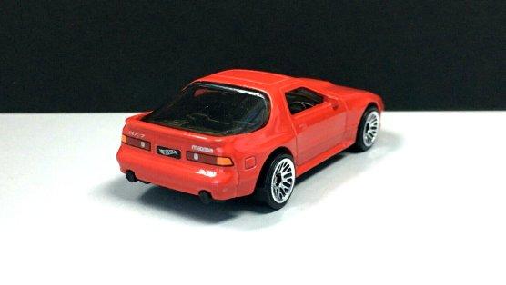Hot-Wheels-2020-Mainline-Mazda-Savanna-RX-7-FC3S-002