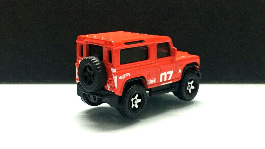Hot-Wheels-Land-Rover-Defender-90-002