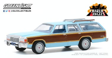 GreenLight-Collectibles-Hollywood-29-1979-Ford-LTD-Country-Squire-Charlie-s-Angels