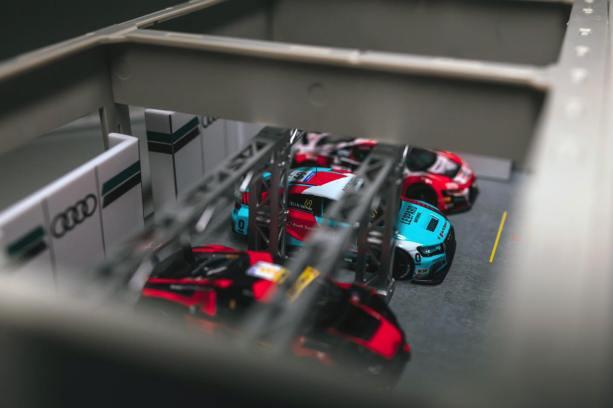 Tarmac-Works-Audi-Sports-Racing-Pit-Garage-003