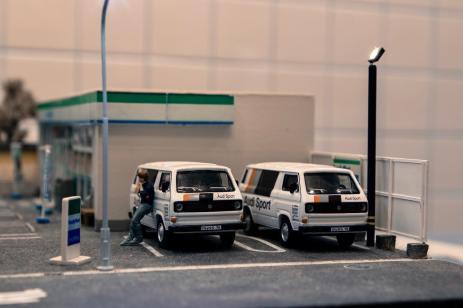 Tarmac-Works-X-Schuco-Volkswagen-T3-Box-Van-Audi-Sport-003