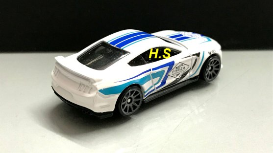 Hot-Wheels-Forza-Motorsport-2020-Ford-Shelby-GT350-003