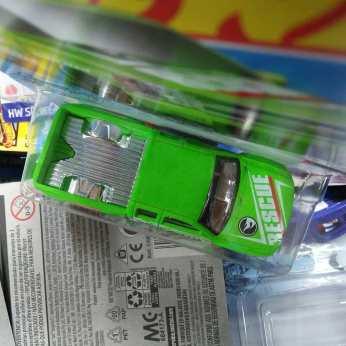 Hot-Wheels-Treasure-Hunt-2020-Chevy-Silverado-005