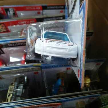 Hot-Wheels-Mainline-2020-10-Chevy-Impala-003