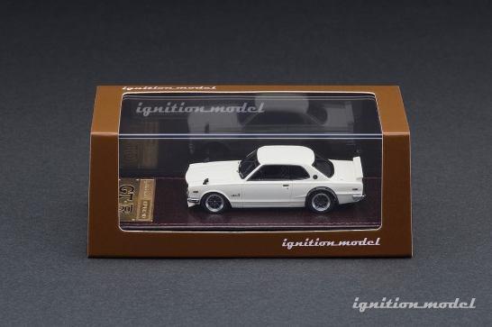 Ignition-Model-Nissan-Skyline-2000-GT-R-KPGC10-blanc-002