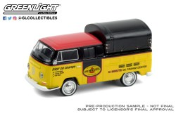 GreenLight-Collectibles-Blue-Collar-8-1968-Volkswagen-Doka-with-Canopy-Pennzoil-Oil-Shop