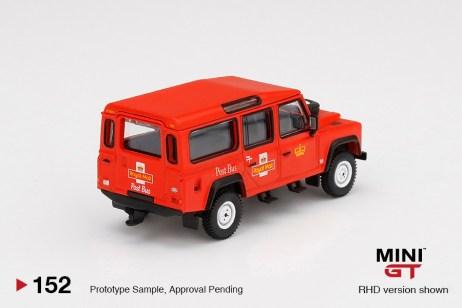 Mini-GT-Land-Rover-Defender-110-Royal-Mail-002