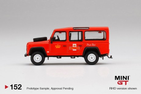 Mini-GT-Land-Rover-Defender-110-Royal-Mail-003