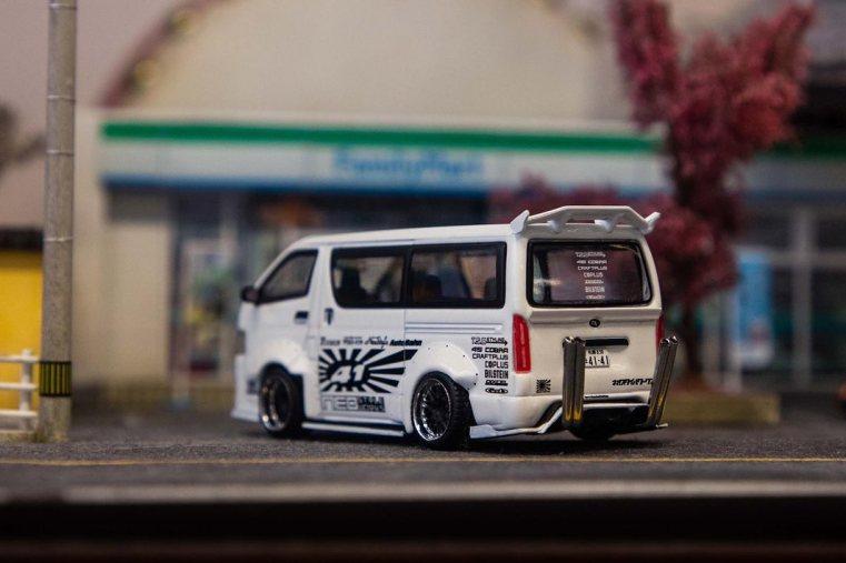 Tarmac-Works-Toyota-Hiace-Widebody-006