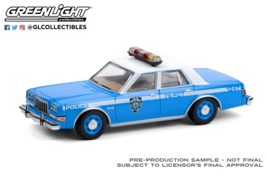 GreenLight-Collectibles-Hot-Pursuit-36-1982-Plymouth-Gran-Fury-NYPD