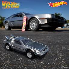 Hot-Wheels-Back-To-The-Future-Time-Machine-35th-anniversary-004