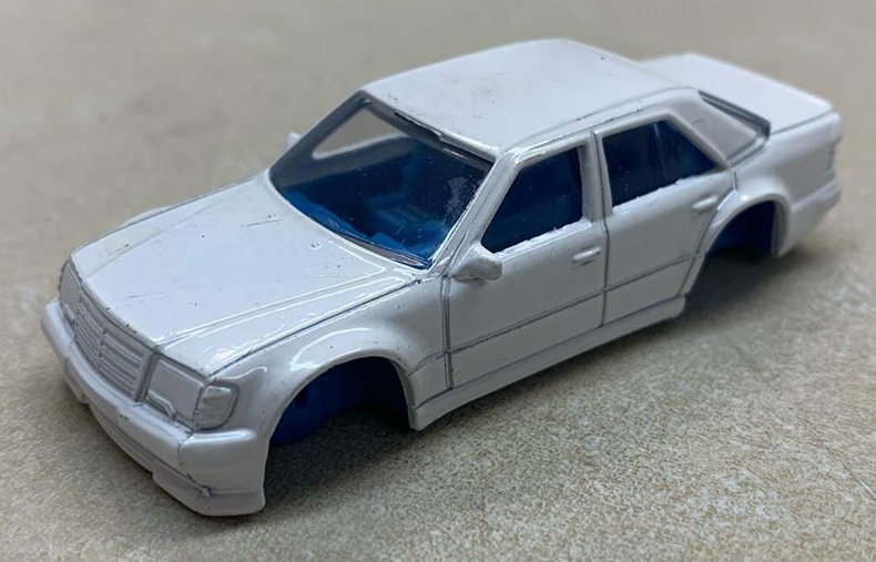 Hot-Wheels-Mercedes-Benz-500E-001