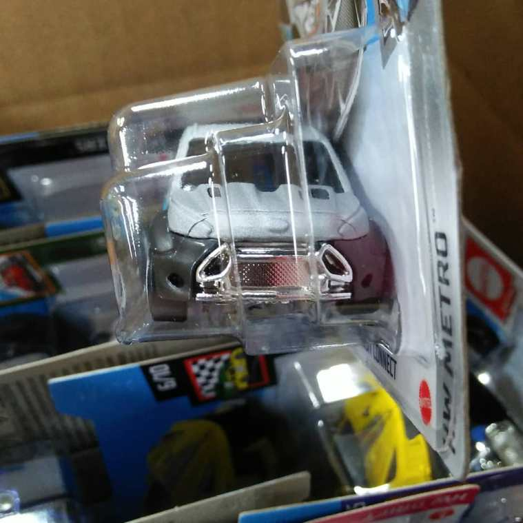 Hot-Wheels-Mainline-2021-Ford-Transit-Connect-003