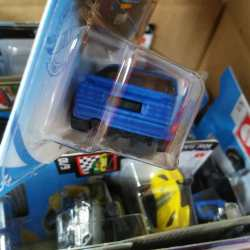 Hot-Wheels-Mainline-2021-Porsche-944-Turbo-Magnus-Walker-004