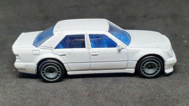Hot-Wheels-Mercedes-Benz-500E-003