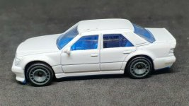 Hot-Wheels-Mercedes-Benz-500E-005