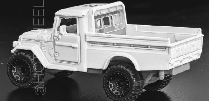 Hot-Wheels-Toyota-FJ45-pick-up-002