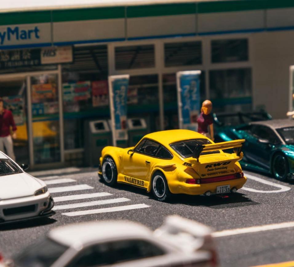 Tarmac-Works-Porsche-930-RWB-Valkyrie-001