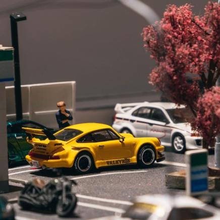 Tarmac-Works-Porsche-930-RWB-Valkyrie-003