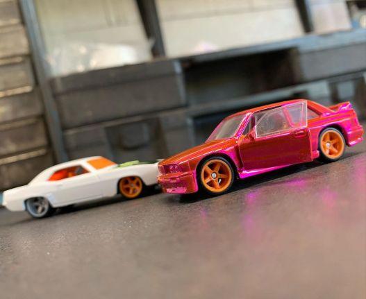 Red-Line-Club-BMW-M3-E30-69-Chevrolet-Camaro-001