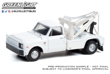 GreenLight-Collectibles-Dually-Drivers-7-1968-Chevrolet-C-30-Dually-Wrecker