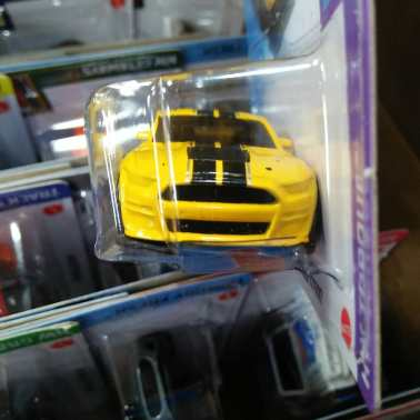Hot-Wheels-Mainline-2021-2020-Ford-Mustang-Shelby-GT500-003