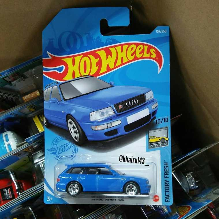 Hot-Wheels-Mainline-2021-94-Audi-RS2-Avant-001