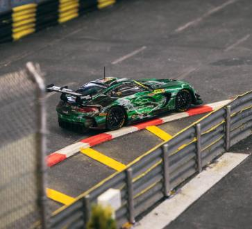 Tarmac-Works-Mercedes-Benz-AMG-GT3-GruppeM Racing-003
