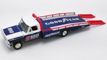 Acme-Allan-Moffat-1970-Ford-F-350-Ramp-Truck-1969-Ford-Trans-Am-Mustang-002