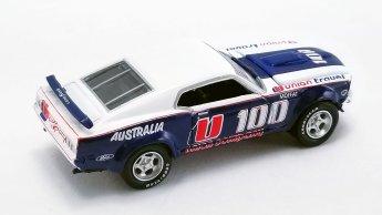 Acme-Allan-Moffat-1970-Ford-F-350-Ramp-Truck-1969-Ford-Trans-Am-Mustang-004
