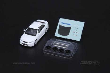 Inno64-Honda-Accord-Euro-R-CL7-Pearl-White-004