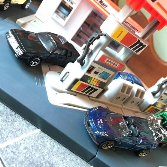 Matchbox-2021-Chevrolet-Monte-Carlo-LS-Pagani-Huayra-Roadster-002